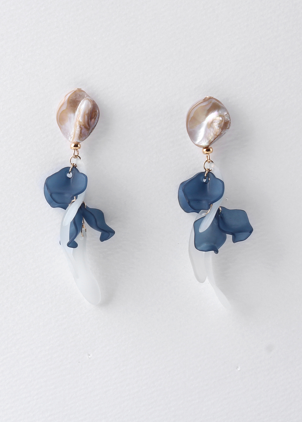 Shell Powder Petal Earrings