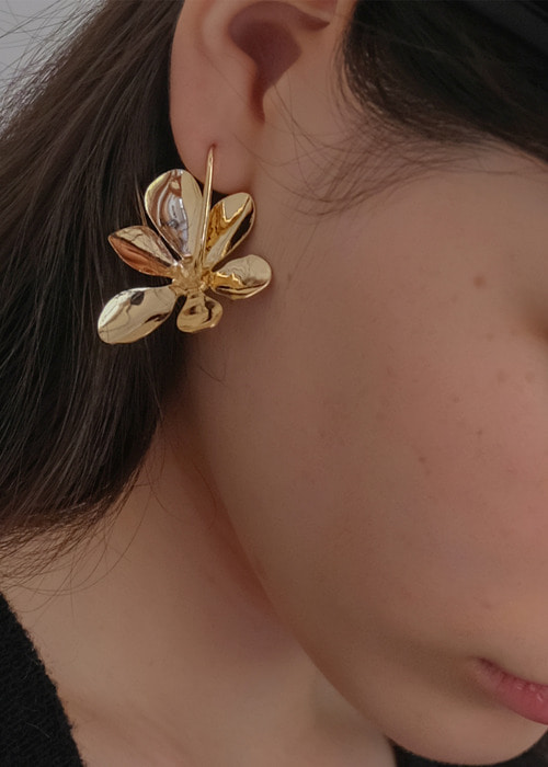 oldie flower earrings